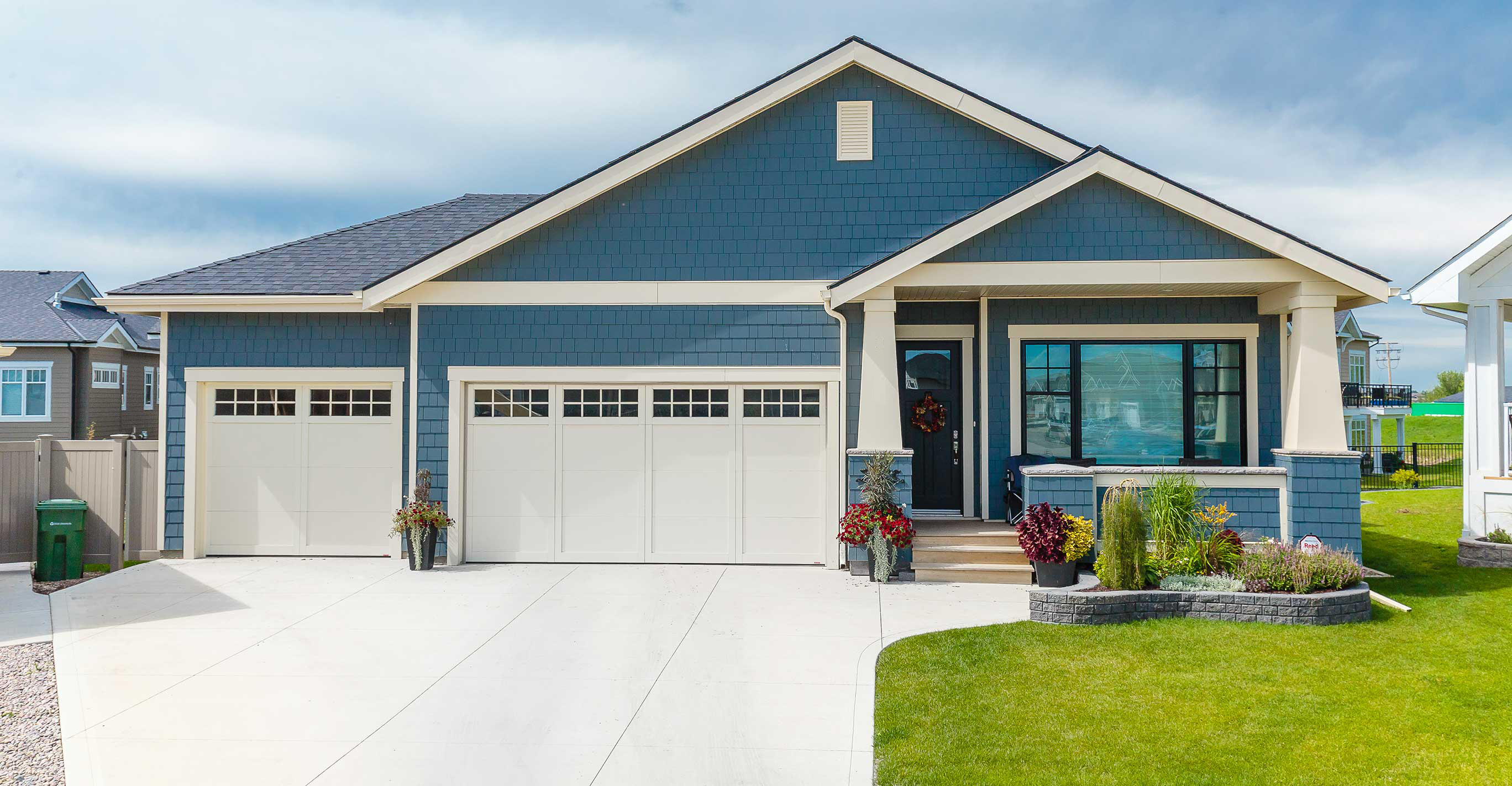 What is a craftsman home the meadows for Craftsman vs mission style